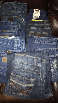 7 pair boys wranglers 10 and 11 slim barely used $10 a pair or the whole lot for $60. Ville Platte, 70586