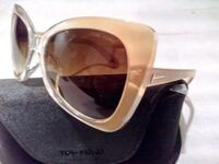 $55 - Tom Ford Sunglasses with case 722 km