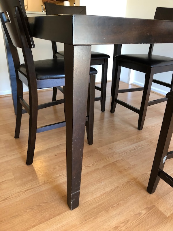 DINING ROOM TABLE w/ 4 CHAIRS 10b274bf-d536-4615-8938-c4a2fa8a2b23