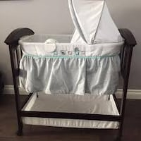 Summer Infant wood bassinet. Only used for a few months. Dundas, L9H 3B3