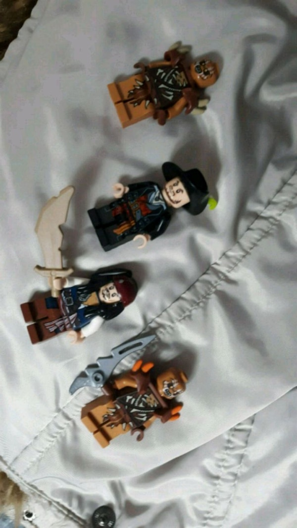 Lego pirates of the Caribbean minifigs  4bb6529e-70ec-4e8c-9d5c-bde385621ea0
