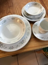 white and blue floral ceramic dinnerware set Port Saint Lucie, 34983