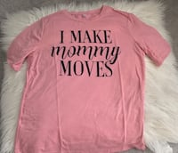 pink and black I make mommy moves-printed crew-neck t-shirt