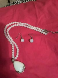 White beaded G e m necklace and earrings Mayfield, 42066