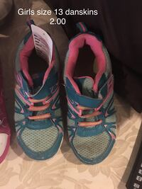 pair of blue-and-pink Nike running shoes Blue Eye, 65611