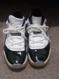 Jordan 11emerald green size 12