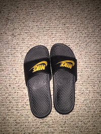 Pair of black nike slide sandals Fitchburg, 01420