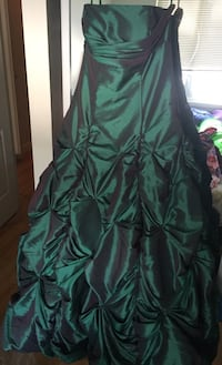 Dress perfect for prom or costume size 6-10 adjustable with corset in excellent condition  Calgary, T3A 2E6