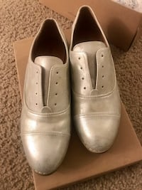 Pair of gold-silver brand new shoes  Chula Vista, 91910