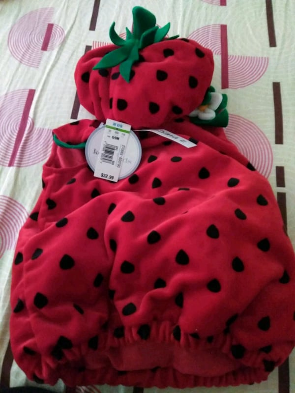 Brand New Infant Strawberry costume df765cdb-3c3e-4694-afdf-703586929aee
