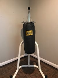 black Everlast heavy bag with stand Las Vegas, 89123