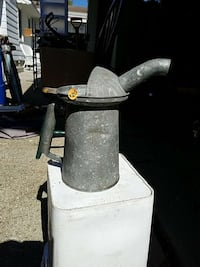 Oil fill can