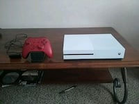 white Xbox One console with red controller  Hudson, 34669