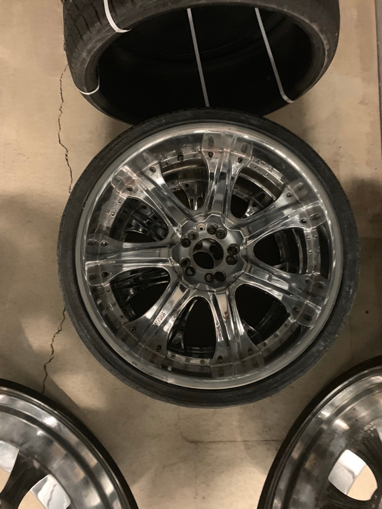Photo 22 Inch tires and rims