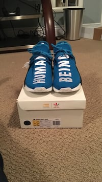 blue-and-white Nike running shoes with box Hamilton, L0R 1H1