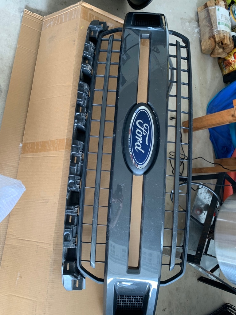 Photo Ford F150 factory grill