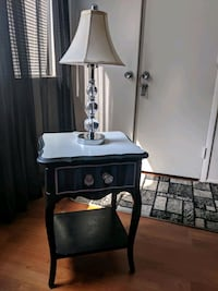 Nightstand and Lamp McLean, 22102