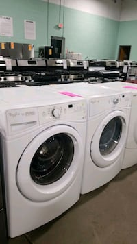 Whirlpool washer and propane dryer set