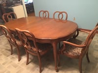 Dining Table with matching China Buffet with Hutch 44 km