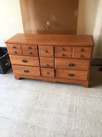 Brown wooden 6-drawer lowboy dresser Ottawa, K4A 3S4