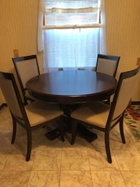 Round kitchen table Maywood, 07607