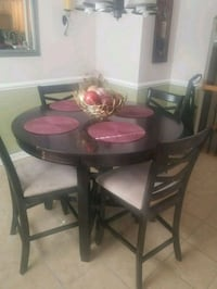 round brown wooden table with four chairs dining set Dumfries, 22025