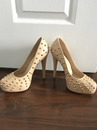 Pair of beige leather platform stilettos Mississauga, L4Z 4K1