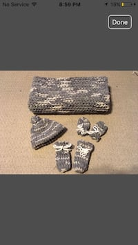 baby's cable knit hat, mittens, boots set screenshot Sarnia, N7T 4V8