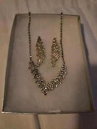 BEAUTIFUL NECKLACE & EARRINGS SET Riverside, 92505
