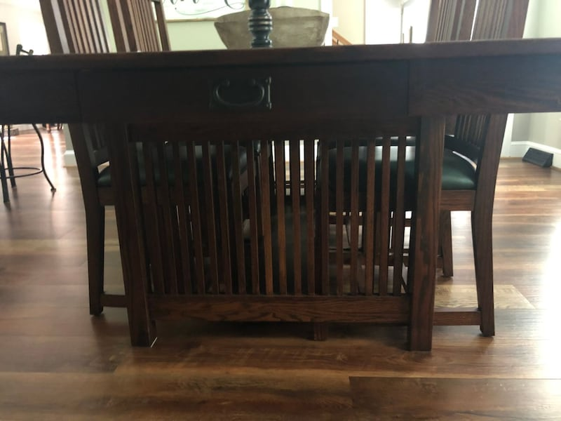 Mission Dining Table and Chairs 674a2845-28de-4866-95f7-e355363b5370