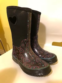 Girl rain boots size 3 in excellent condition  Burnaby, V3N