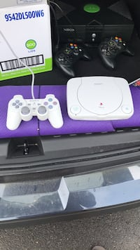 PlayStation One with controller Somerset, 08873