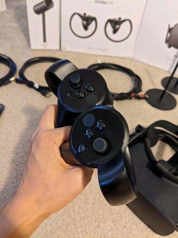 Oculus Rift with tons of extras 7b892790-9e20-4680-9d87-22cd9a409df0