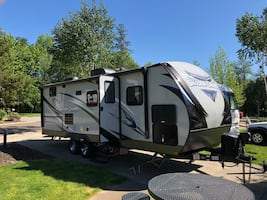 2018 Shadow Cruiser 24 ft BH sleeps 8, like new!!!