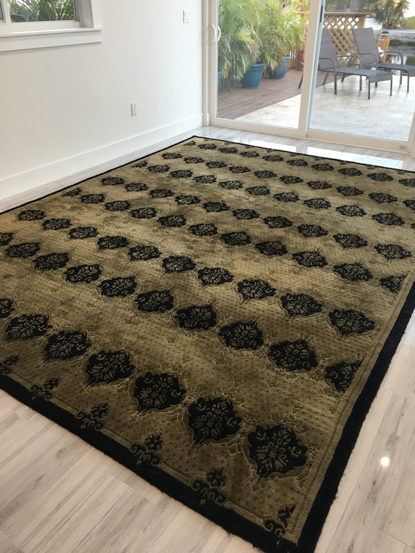 Used 14x9 Area Rug Hand Tufted Taupe And Black Excellent