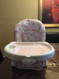 baby's white and pink high chair Montréal, H1R 2Z8