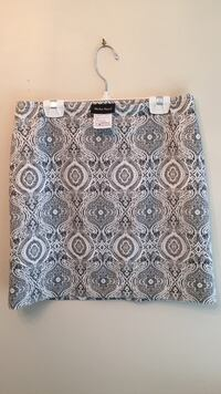 Studio point black and white knit skirt worn once Calgary, T2T 4K5