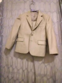 Young boys kani gold suite size 6 Allentown, 18102