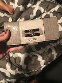Authentic GUC Guess Wallet  506 km