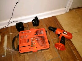Black and decker 9.7 volt drill with drill kit