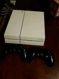 Ps4 with two controllers Oakville, L6J 6Y2