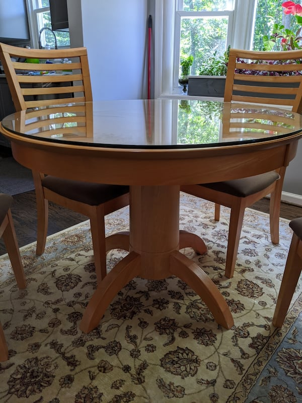 Breakfast table and four chairs  1f139d86-ab1d-4311-8a86-dd487cdebfdd