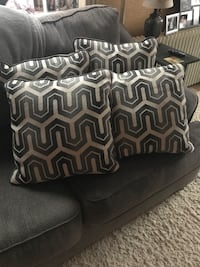 4 large pillows Summit Hill, 18250