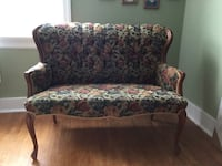 Antique love seat    Barrie