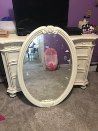 oval white wooden framed mirror Rahway, 07065