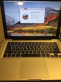 2011 MacBook Pro core i5 Richmond Hill, L4C 5M2