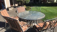 Outdoor table and chairs with cushions  Vancouver, 98682