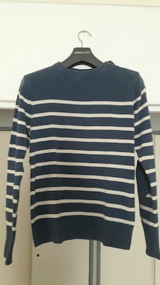 Pull à rayures bleues et blanches