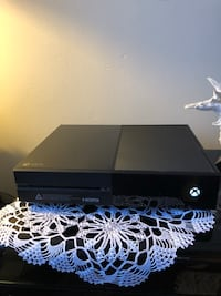 Xbox ONE original slim with remote,cables,rechargeable batteries,charging system and 2 games New York, 11223