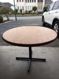 Oak wood round dining table  Coquitlam, V3C 6A6